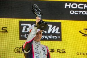 Подиум: обладатель второго места Оскар Пиастри, R-ace GP