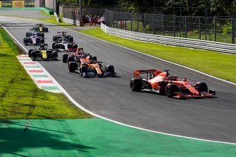 Sebastian Vettel, Ferrari SF90, leads Carlos Sainz Jr., McLaren MCL34, Charles Leclerc, Ferrari SF90, Daniel Ricciardo, Renault F1 Team R.S.19, and the remainder of the Q3 participants