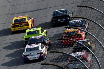 Joey Logano, Team Penske, Ford Mustang Shell Pennzoil and Kurt Busch, Chip Ganassi Racing, Chevrolet Camaro Monster Energy