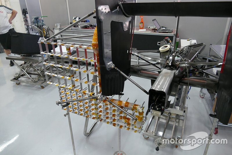 Griglie aerodinamiche per la Haas VF-16