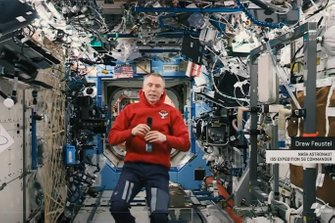 Drew Feustel, astronauta della NASA nell'International Space Station