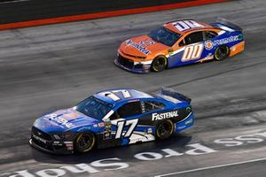 Ricky Stenhouse Jr., Roush Fenway Racing, Ford Mustang Fastenal, Landon Cassill, StarCom Racing, Chevrolet Camaro PERMATEX