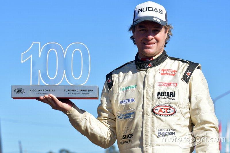 Nicolás Bonelli, Bonelli Competición con el trofeo de sus 100 carreras