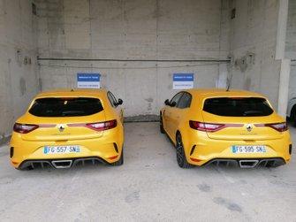 Парковка команды Renault F1 в паддоке