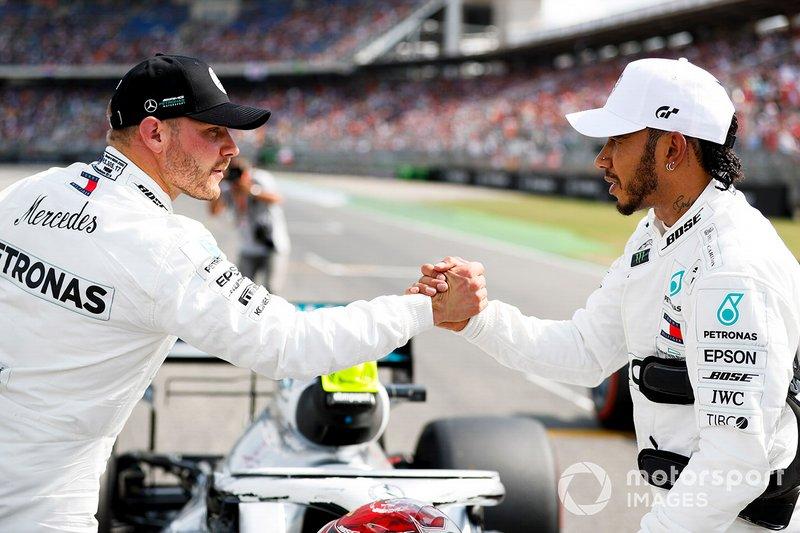 Le poleman Lewis Hamilton, Mercedes AMG F1, le troisième, Valtteri Bottas, Mercedes AMG W10