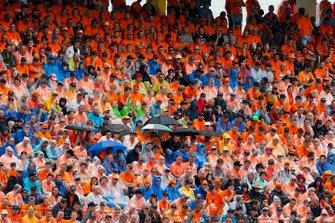 Fans van Max Verstappen, Red Bull Racing, op de tribune