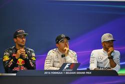 La conferenza stampa FIA post gara (da sx a dx): il secondo classificato Daniel Ricciardo, Red Bull