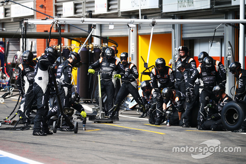 Sahara Force India F1 Team makes a pit stop
