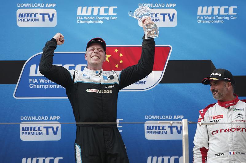 Podium: Sieger Thed Björk, Polestar Cyan Racing, Volvo S60 Polestar TC1