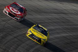 Matt Kenseth, Joe Gibbs Racing Toyota, Kyle Larson, Chip Ganassi Racing Chevrolet