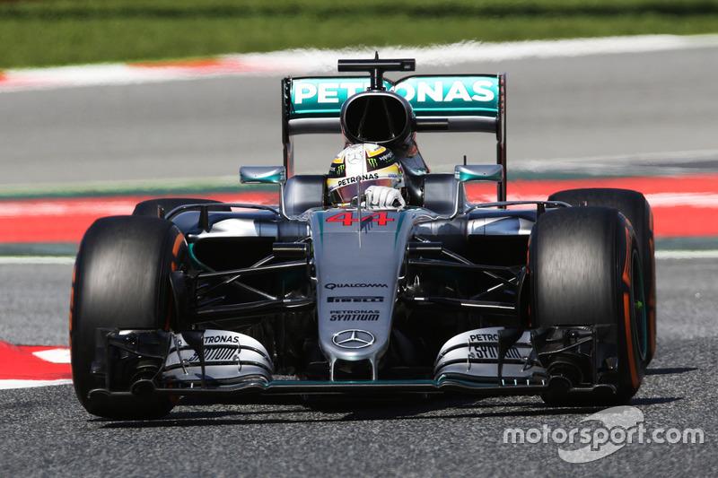 Sim, tudo em ordem. Sem os problemas no sistema híbrido que o atrapalharam na China e na Rússia, o britânico conquistou a pole position na Espanha.