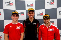 Le vainqueur Alexander Albon, ART Grand Prix, le deuxième Charles Leclerc, ART Grand Prix, le troisième Antonio Fuoco, Trident
