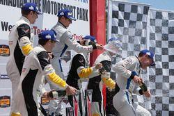 GTLM podium: ganadores, #67 Chip Ganassi Racing Ford GT: Ryan Briscoe, Richard Westbrook, segundos #