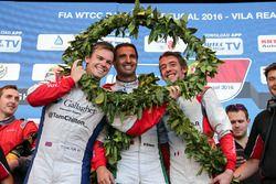Podium Yokohama Trophy: 2. Tom Chilton, Sébastien Loeb Racing, Citroën C-Elysée WTCC; 1. Mehdi Benna