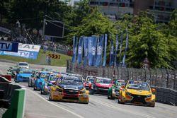 Tom Coronel, Roal Motorsport, Chevrolet RML Cruze TC1 vooraan bij de start
