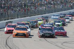 Start: Daniel Suarez, Joe Gibbs Racing, Toyota, und Sam Hornish Jr., Joe Gibbs Racing, Toyota