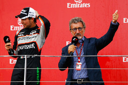 Sergio Pérez, Sahara Force India F1 sur le podium avec Eddie Jordan