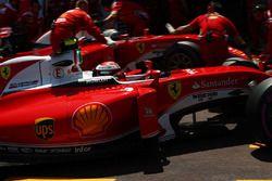 Kimi Raikkonen, Ferrari SF16-H and team mate Sebastian Vettel, Ferrari SF16-H in the pits