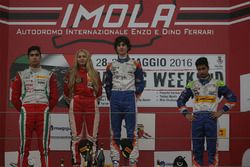 Rookie podium: first place Lorenzo Colombo, second place Juan Manuel Correa, third place Kush Maini and Fabienne Wohlwend