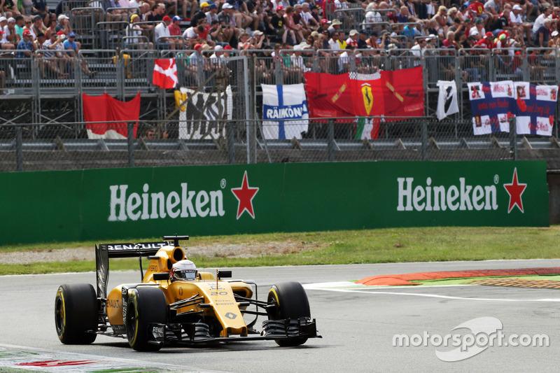 21: Kevin Magnussen, Renault Sport F1 Team RS16