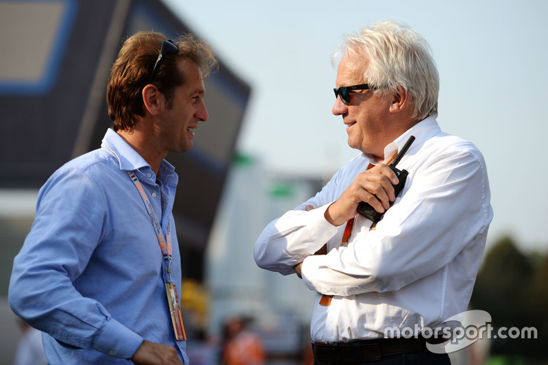 Jarno Trulli ve Charlie Whiting, FIA Deleges,