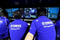Jorge Lorenzo sous l'oeil du team Yamaha