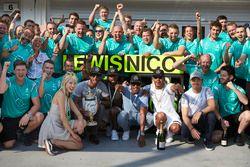 Il vincitore Lewis Hamilton, Mercedes AMG F1 Team, secondo Nico Rosberg, Mercedes AMG F1 Team