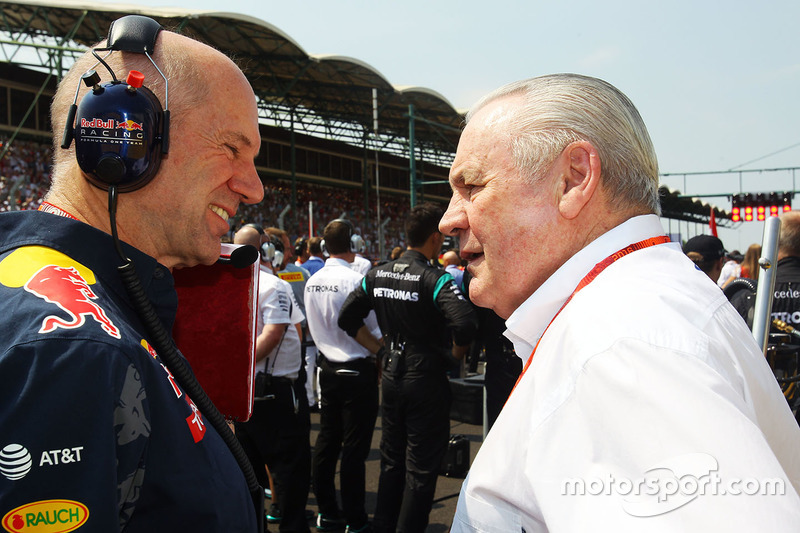 Adrian Newey, Red Bull Racing Chief Technical Officer with Alan Jones, FIA Steward on the grid