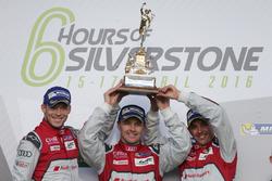 #7 Audi Sport Team Joest Audi R18: Marcel Fässler, Andre Lotterer, Benoit Tréluyer racewinnaars