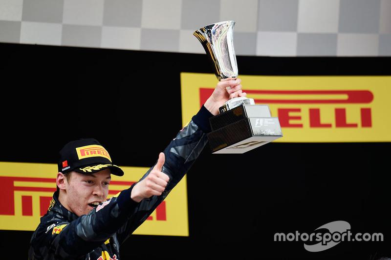 Kvyat conseguiu um pódio no GP da China, mas sua passagem pela Red Bull se encerraria na corrida seguinte