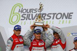 #7 Audi Sport Team Joest Audi R18: Marcel Fässler, Andre Lotterer, Benoit Tréluyer winnaars
