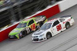 Kyle Busch, Joe Gibbs Racing, Toyota; Cole Whitt, Premium Motorsports, Chevrolet