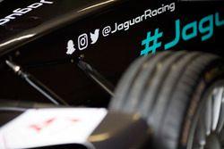 Dettaglio della vettura della Jaguar Racing