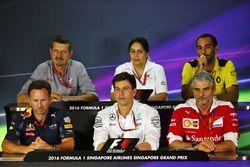 La Conferencia de prensa FIA (desde la fila posterior (de izquierda a derecha)): Guenther Steiner, d