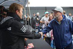 Nico Rosberg, Mercedes AMG F1 avec un fan