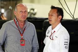 Ron Dennis, Presidente Ejecutivo de McLaren con Yusuke Hasegawa, director del programa de Honda F1