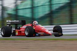 Kazuki Nakajima doet een demonstratie met een Ferrari