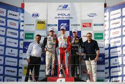 Rookie-Podium: Sieger Ralf Aron, Prema Powerteam, Dallara F312, Mercedes-Benz; 2. Joel Eriksson, Mot