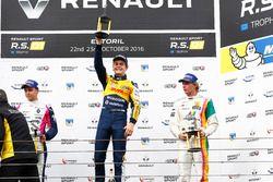 Podium: #19 Equipe Verschuur Renault RS01: Steijn Schothorst