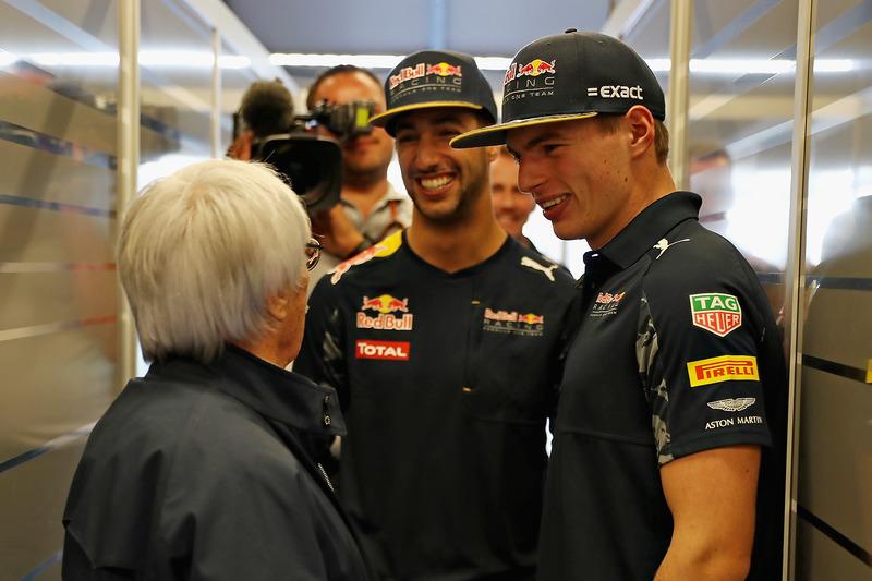 F1 patronu Bernie Ecclestone ve Max Verstappen, Red Bull Racing, Daniel Ricciardo, Red Bull Racing
