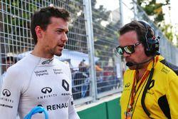 Jolyon Palmer, Renault sport F1 team con Julien Simon Chautemps, Ingeniero de carrera de equipo Rena