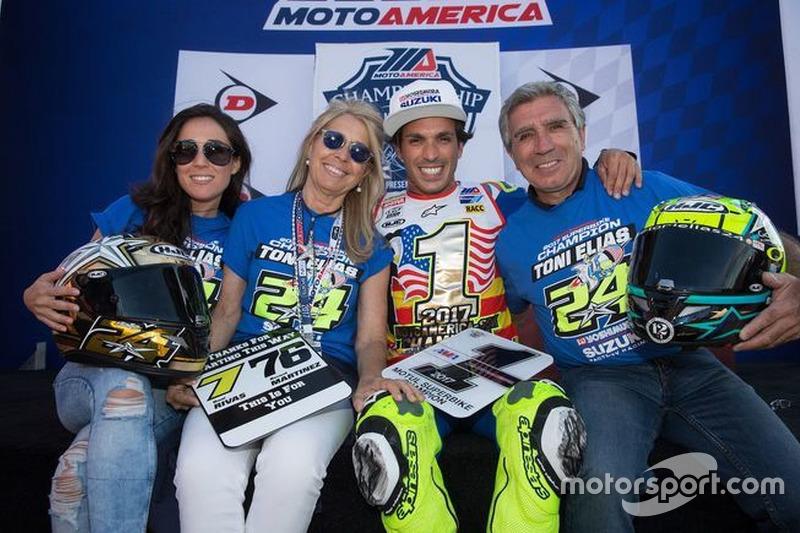 Toni Elías, Suzuki Team Campeón Moto América con su Familia