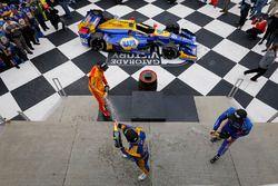 Ganador, Alexander Rossi, Herta - Andretti Autosport Honda, segundo, Scott Dixon, Chip Ganassi Racin