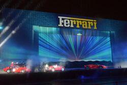 Ferrari 125 S, Ferrari 250 GTO e Ferrari LaFerrari durante lo spettacolo fatto per i 70 anni della F