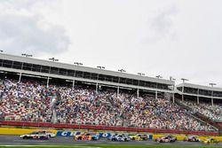 Kevin Harvick, Stewart-Haas Racing Ford y Matt Kenseth, Joe Gibbs Racing Toyota