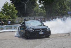 Vallteri Bottas sulla Mercedes C63 AMG
