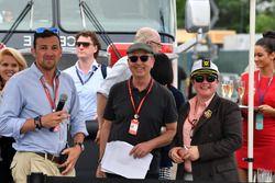 Will Buxton, NBC; Eric Silberman, Toro-Rosso-Pressesprecher; Kate Beavan, FOM
