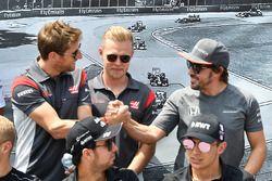 Romain Grosjean, Haas F1, Kevin Magnussen, Haas F1, Fernando Alonso, McLaren