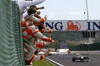 Giancarlo Fisichella, Force India VJM02 Mercedes celebrates as he crosses the line to finish second