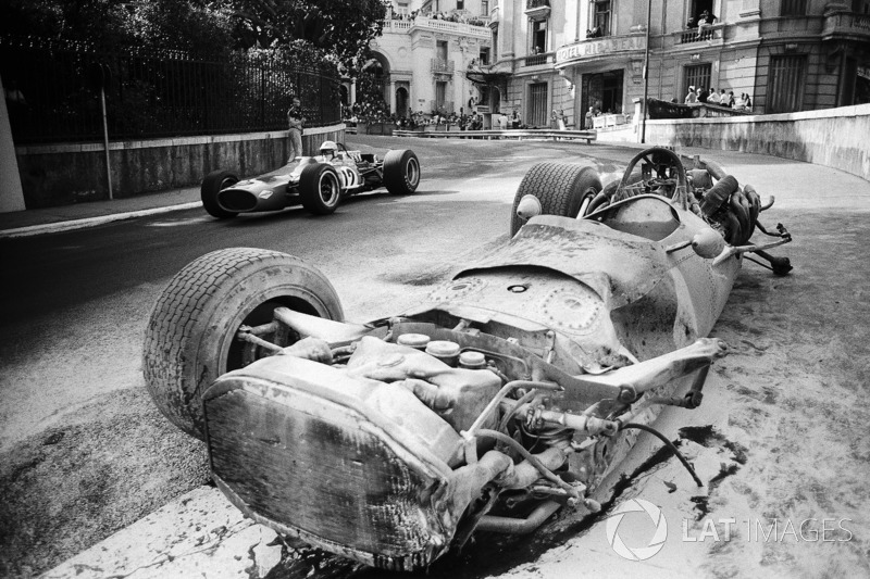 1968 - Denny Hulme, McLaren-Cosworth M7A passes the destroyed BRM P133 of Pedro Rodriguez